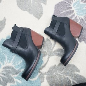Kork-ease black leather pull on ankle booties NWOT